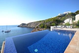 Casa de ensue o a pies del mar mediterr neo piscina - Inmobiliaria bonnin sanso ...