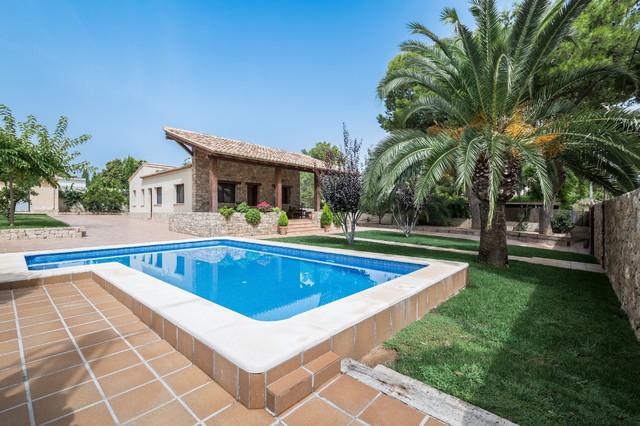 Casa del porche de piedra mediterr neo piscina valencia de lliber s salvador arquitectos - Piscinas en el campo ...