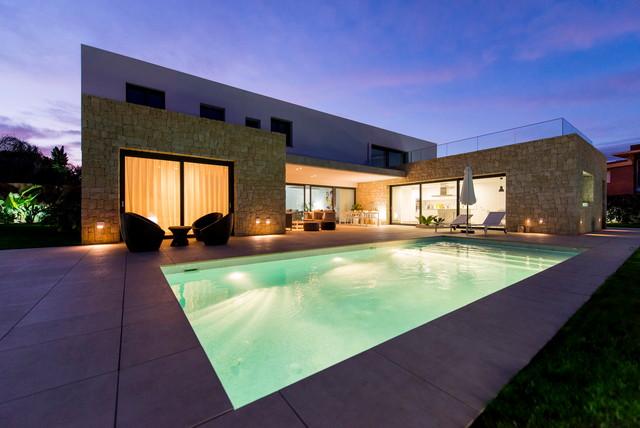 Casa Puig Cerdà contemporaneo-piscina
