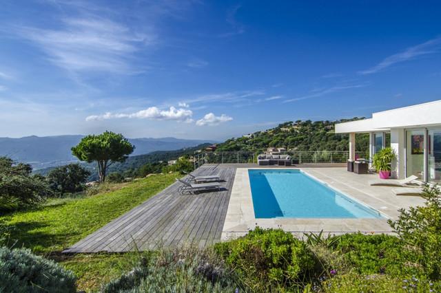 Casa unifamiliar en la costa brava for Piscinas costa brava