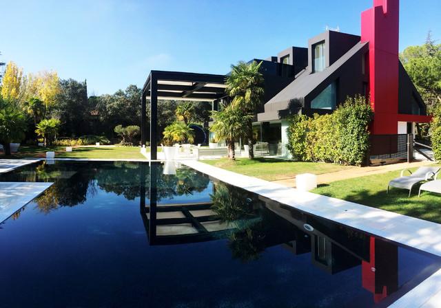 piscina desbordante en la moraleja moderno piscina