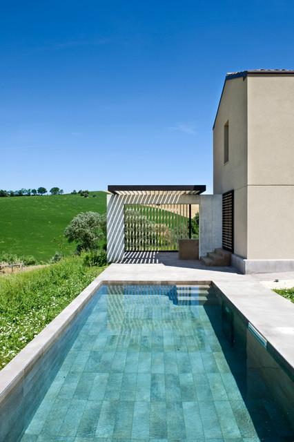 silvia saint in pool