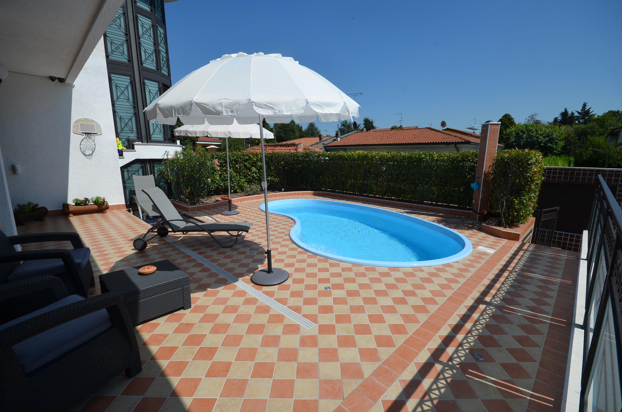 Piccola piscina per grandi e piccoli