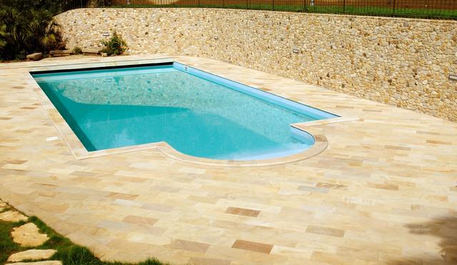 Rivestimento piscina e pavimentazione in quarzite for Rivestimento piscina