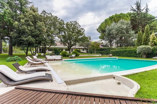 Villa con piscina immersa nel verde a nord di roma - Villa con piscina roma ...