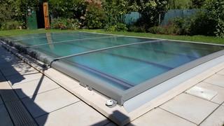 Abri plat r gion toulousaine contemporain piscine for Accessoire piscine toulouse