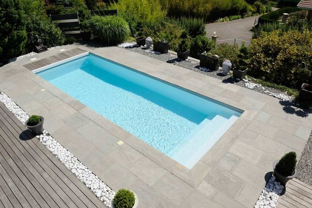Am nagement ext rieur zen contemporain piscine lyon for Decoration piscine exterieure
