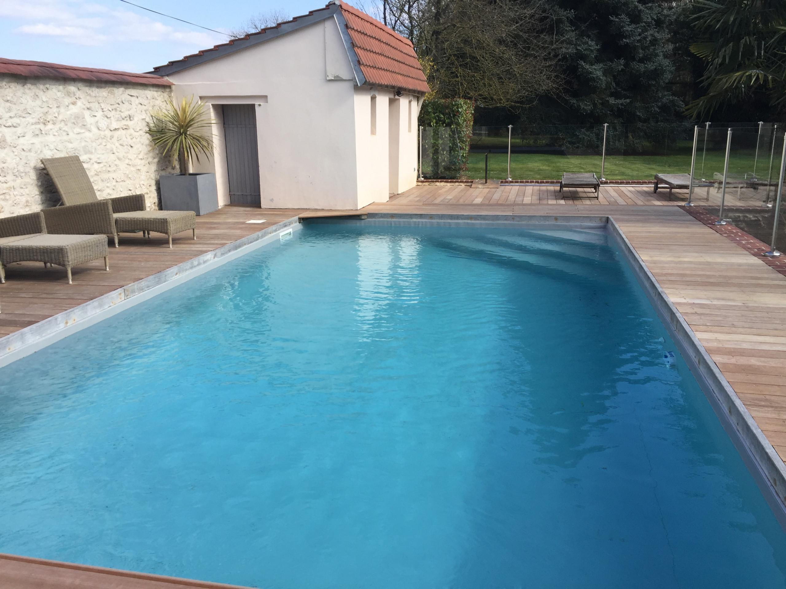 Avant/Après piscine en béton enterrée (Lésigny)