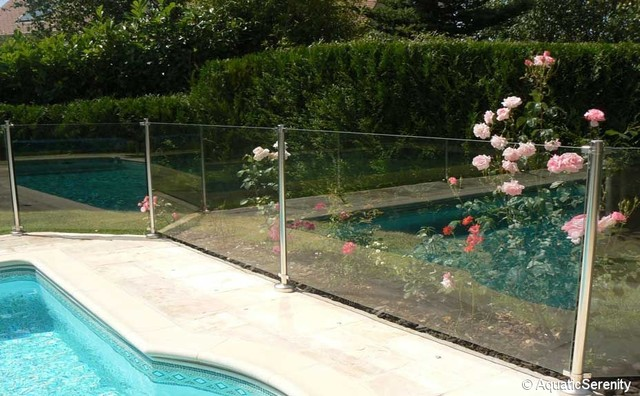 Barri re protection piscine et garde corps en inox for Barriere piscine plexiglass