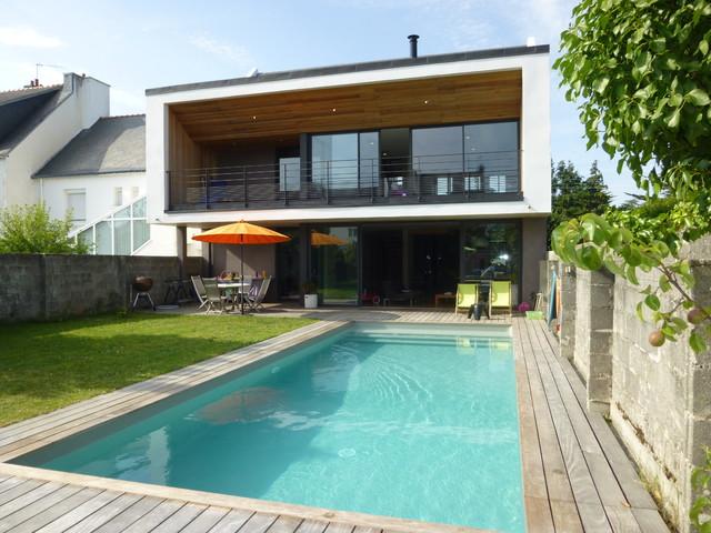 Construction d 39 une maison individuelle bioclimatique etel for Deco autour d une piscine