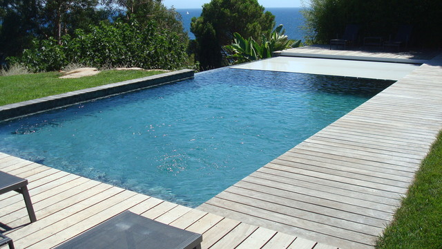 Couverture de piscine immerg e sur d bordement caisson for Rideau piscine miroir