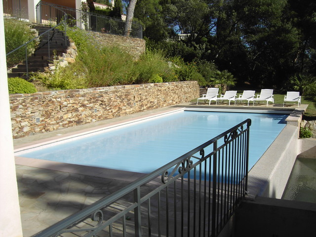 Couverture de piscine immerg e sur d bordement caisson for Piscine a debordement
