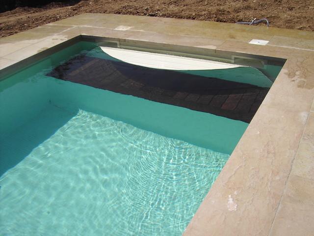 Couverture de piscine immerg e sur d bordement caisson - Coffre volet roulant piscine ...
