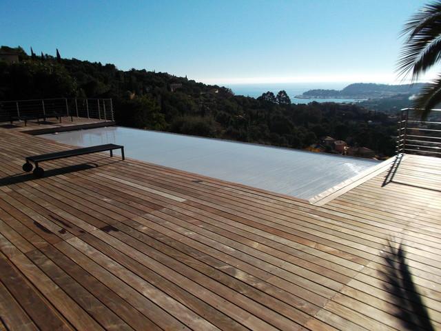 Couverture de piscine immerg e sur d bordement caisson for Volet piscine immerge fond de bassin