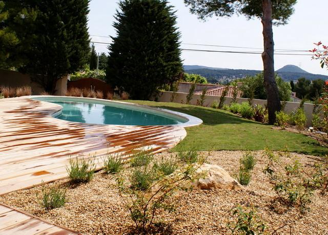 Cr ation d 39 un jardin avec piscine velaux mediterranean for Jardin 200m2 avec piscine