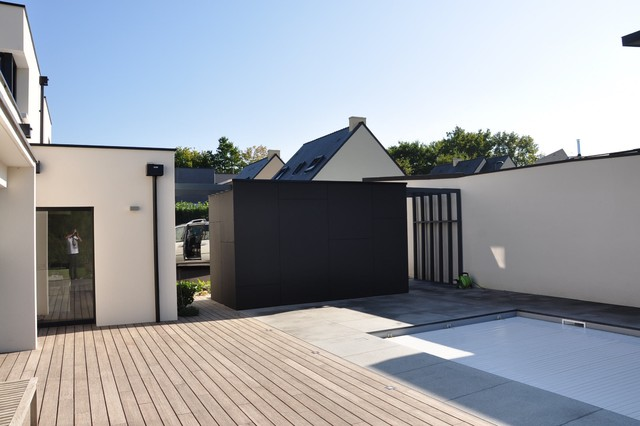 Des pool house aussi contemporain piscine nantes for Local piscine toit plat