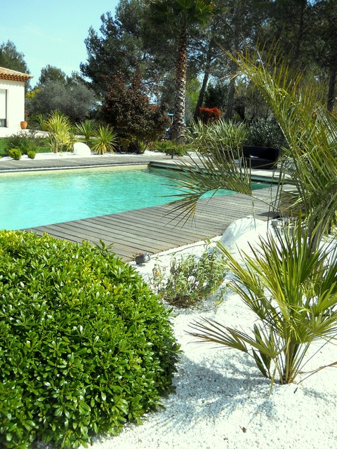 entretien jardin et massifs m diterran en piscine montpellier par angle vert services. Black Bedroom Furniture Sets. Home Design Ideas