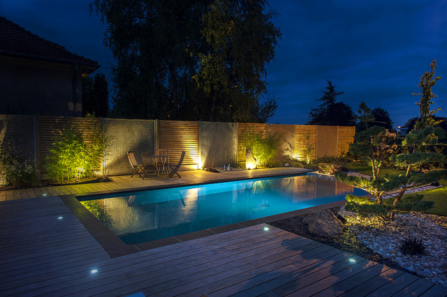 La piscine clair e contemporain piscine other metro - Lumiere led pour piscine ...