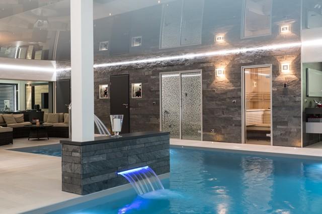 Magnifique extension avec piscine int rieure sauna for Piscine sauna hammam