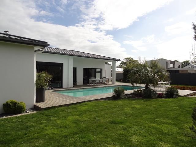 Maison individuelle vannes contemporain piscine for Piscine privee rennes