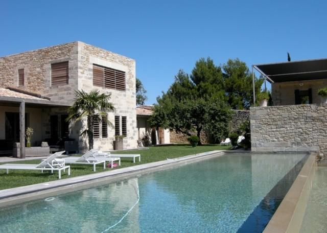 Maison moderne avec piscine d bordement for Maison moderne piscine
