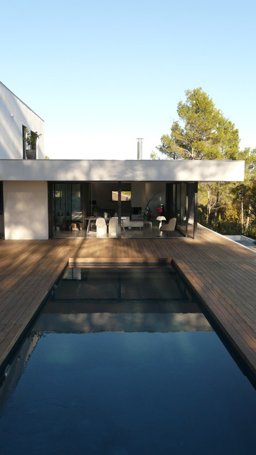 maison sur la colline moderne piscine montpellier par sarl so what architecture. Black Bedroom Furniture Sets. Home Design Ideas