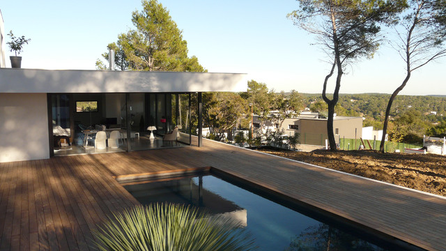 maison sur la colline contemporary pools and hot tubs