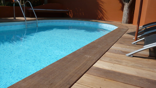 Margelle bois en ipe for Margelle piscine design