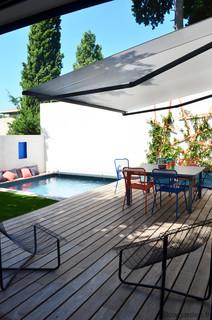 Petite terrasse avec piscine moderne piscine for Restaurant avec piscine marseille