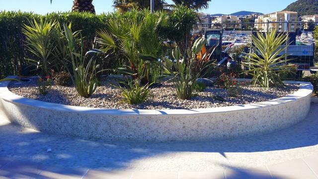 Renovation d 39 une plage piscine moderne piscine nice for Piscine moderne photos