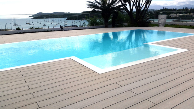 Terrasse composite ocewood optima plus basalte bord de for Terrasse composite autour piscine