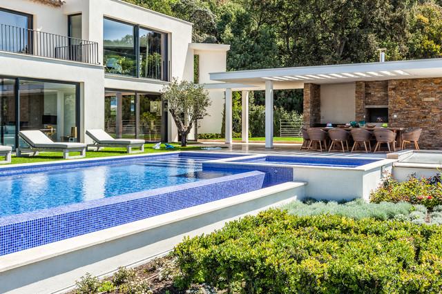Villa colibri contemporary pool marseille by for Pool design houzz