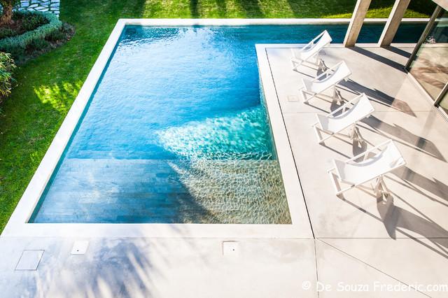 villa contemporaine vieillard fasciani contemporain piscine marseille par photographe. Black Bedroom Furniture Sets. Home Design Ideas