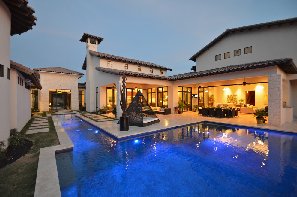 Example of a trendy pool design in Austin