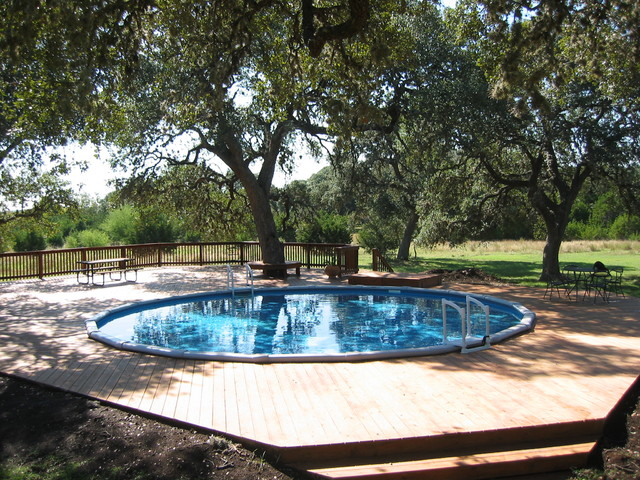 30' Round Pool contemporary-pool