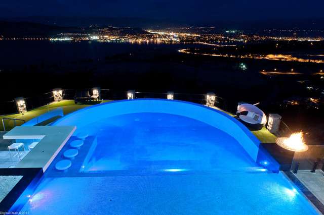 A Dream Renovation in the Beautiful Okanagan Valley! modern-pool