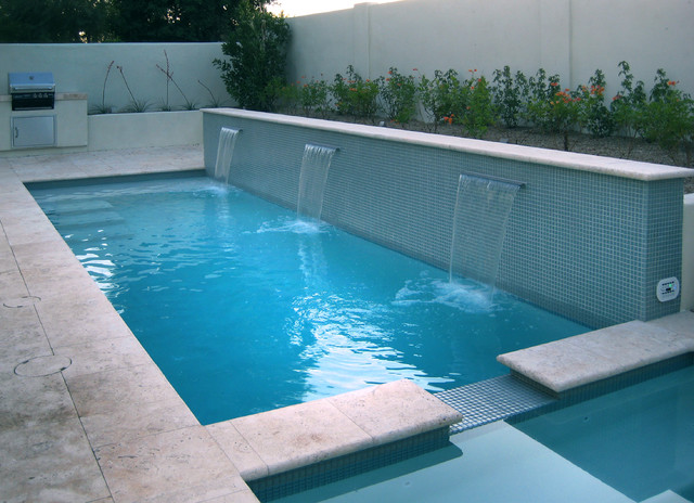 A Swimming Pool Doubles As Water Feature In This Compact Backyard E Contemporary