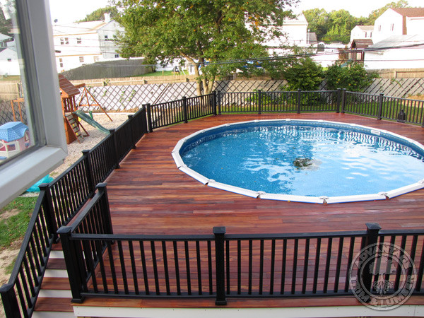 Above ground pool with deck and railings traditional for Above ground pool decks with hot tub