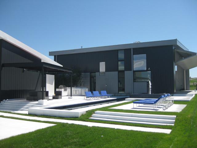 Airpark modern-pool