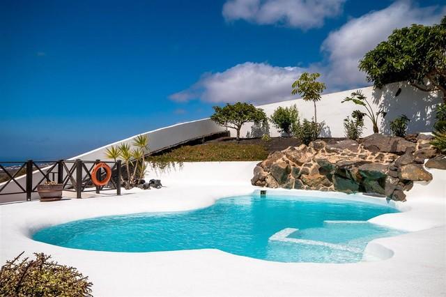 Beach style swimming pool by Natura Design S.L. - Beach ...