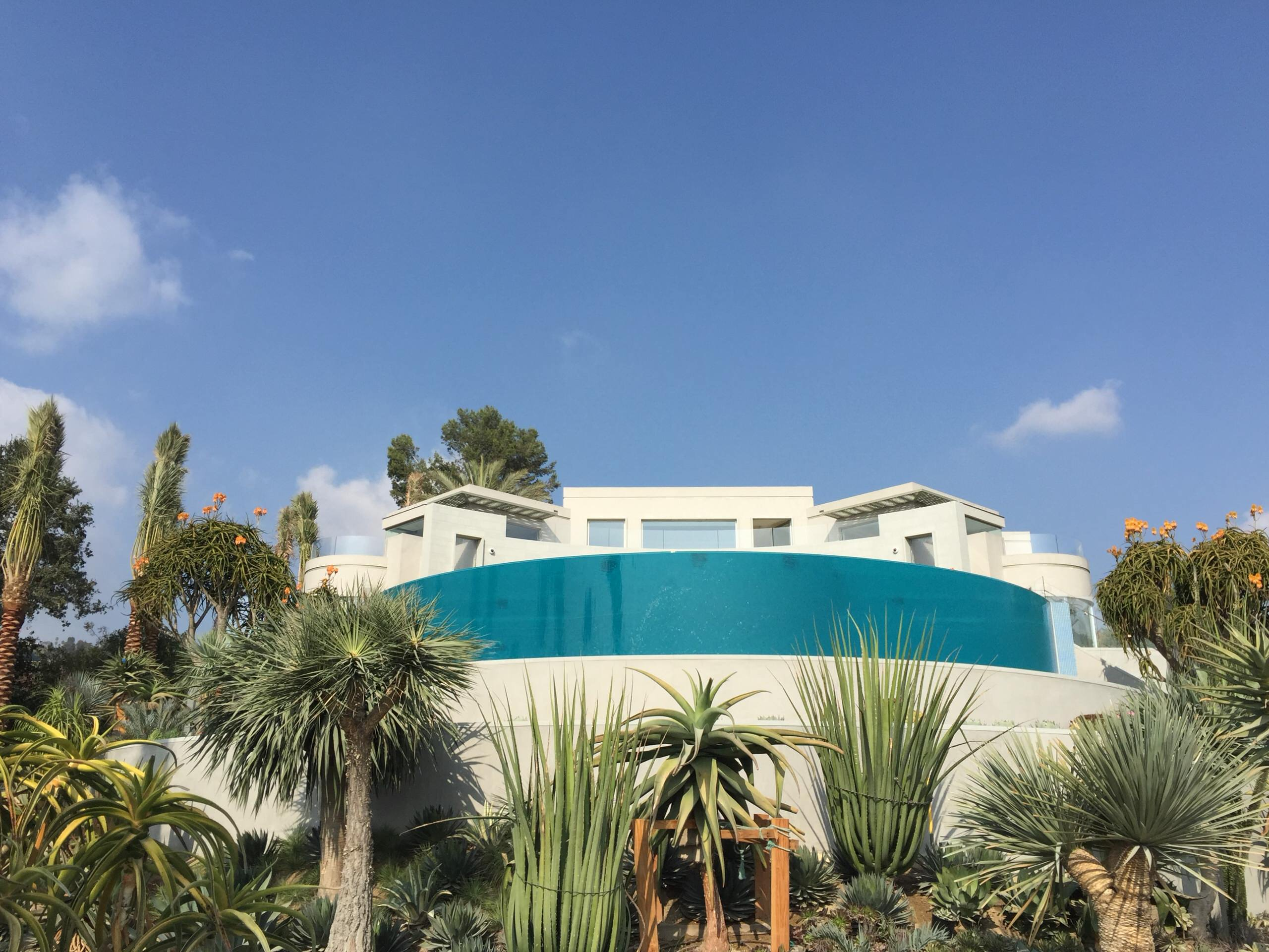 Beverly Hills - Hillside Infinity Pool with 180 Acrylic Wall