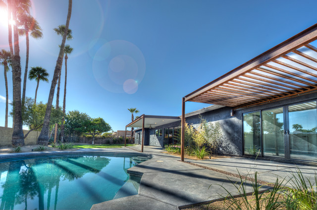 Lovely Inspiration For A Southwestern Black Exterior Home Remodel In Phoenix