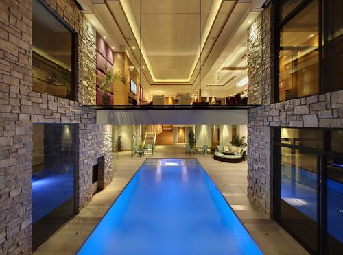 piscina interior y exterior
