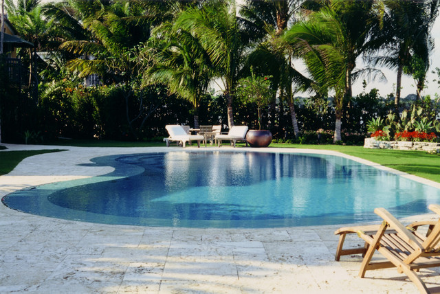 Breathtaking bayside tropical pool miami by bell landscape architecture inc for Swimming pool construction miami