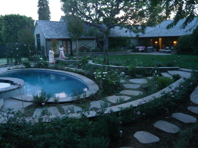 Brentwood traditional-pool