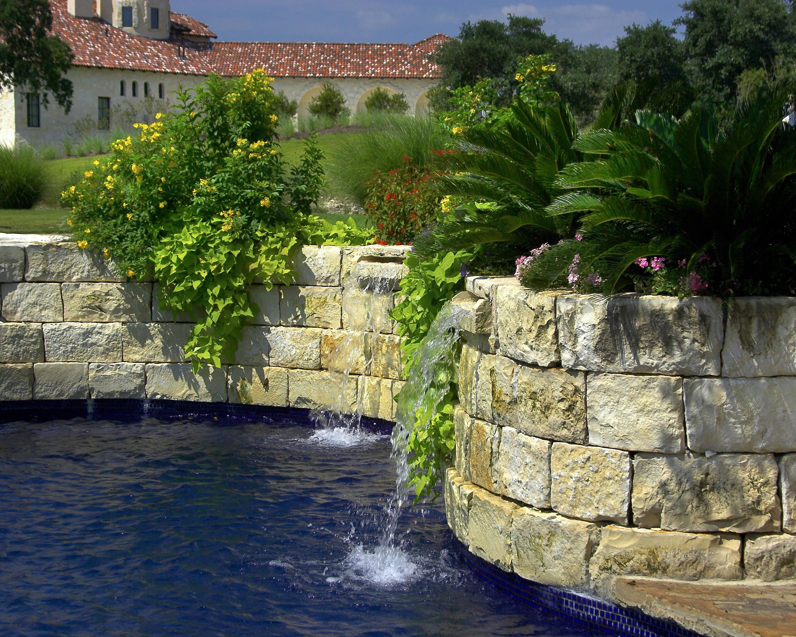Briggs Ranch All Tile Pool/Spa/Landscape