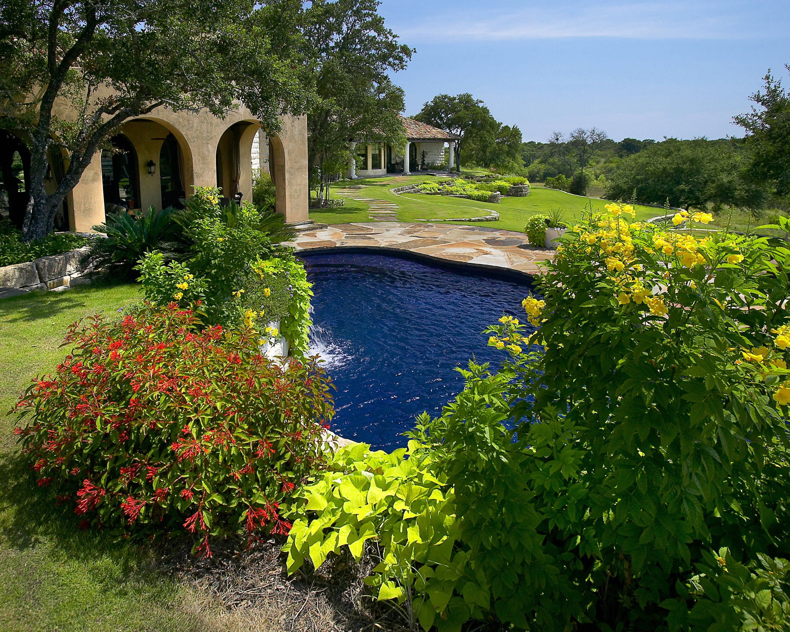 Briggs Ranch All Tile Pool/Spa/Landscape