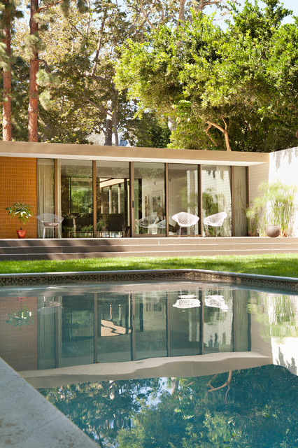 brooktree los angeles mid century modern midcentury pool los angeles by bilden. Black Bedroom Furniture Sets. Home Design Ideas
