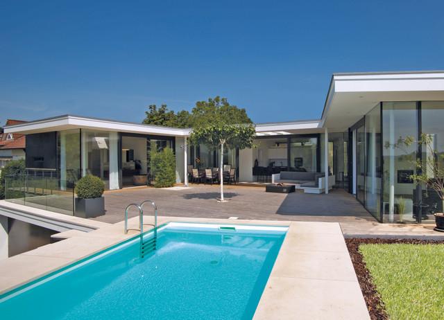 Bungalow neubau modern pools m nchen von meese for Bungalow modern einrichten