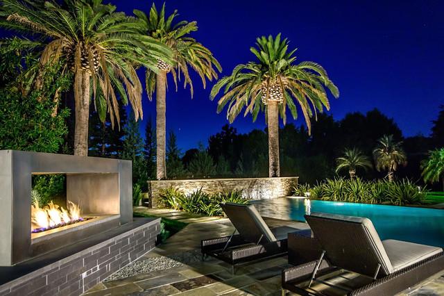 California Home modern pool